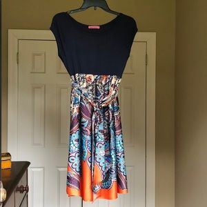 Maternal America paisley maternity dress.